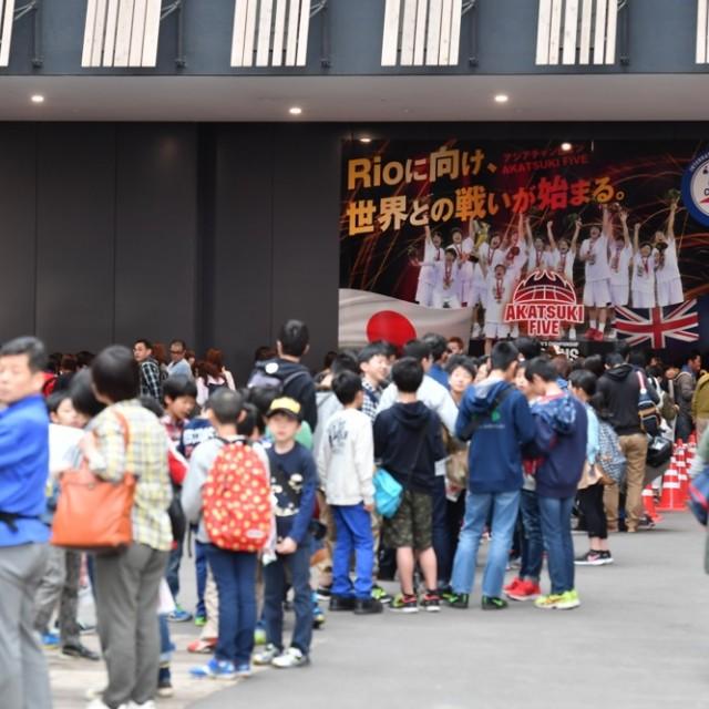 バスケットシティ長岡は会場前から待機列ができる