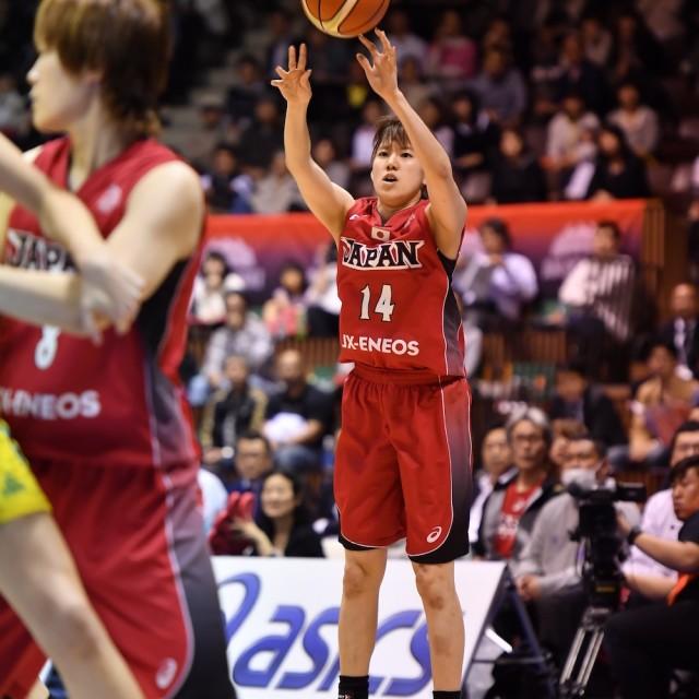 最初の得点は#14 本川 紗奈生選手の3Pシュート