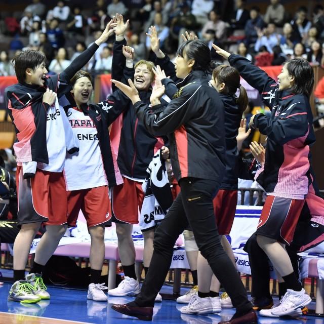 仲間たちの活躍に喜ぶ女子U-23日本代表ベンチ